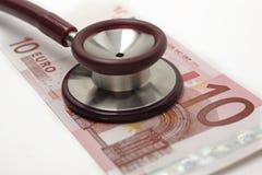 Stethoscoop en 10 euro Stock Afbeelding