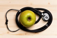 Stethoscoop en appel Stock Afbeeldingen