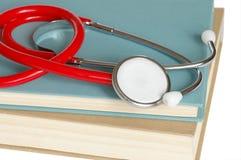 Stethoscoop en Boeken Stock Foto's