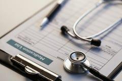 Stethoscoop en medisch document Royalty-vrije Stock Afbeeldingen