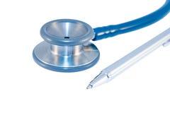 Stethoscoop en pen Stock Afbeeldingen