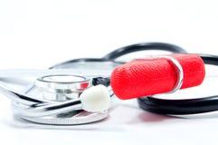 Stethoscoop en rode reflexhamer Royalty-vrije Stock Afbeeldingen