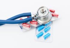 Stethoscoop en sommige pillen Royalty-vrije Stock Afbeelding