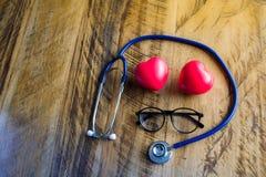 Stethoscoop, glazen en hart Stock Afbeelding