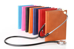 Stethoscoop met een stapel boeken Royalty-vrije Stock Afbeelding