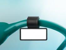 Stethoscoop met identiteitskaart-markering op blauw Stock Foto's