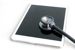 Stethoscoop met tabletcomputer royalty-vrije stock afbeelding