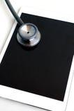 Stethoscoop met tabletcomputer royalty-vrije stock afbeeldingen
