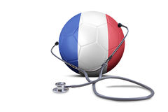 Stethoscoop met voetbalbal en de vlag van Frankrijk Stock Fotografie
