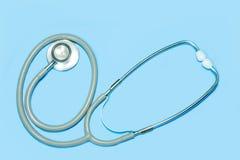 Stethoscoop op blauwe achtergrond Het concept van de dopheidezorg royalty-vrije stock afbeeldingen