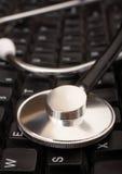 Stethoscoop op het Toetsenbord van de Computer Royalty-vrije Stock Fotografie