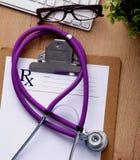 Stethoscoop op laptop toetsenbord Concepten 3D beeld Royalty-vrije Stock Fotografie