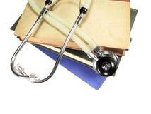Stethoscoop op Naslagwerken Stock Afbeeldingen