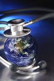 Stethoscoop op planeet Stock Foto's