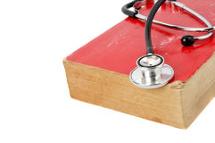 Stethoscoop op rood oud boek Royalty-vrije Stock Fotografie