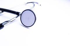 Stethoscoop op witte achtergrond Stock Foto