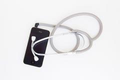 Stethoscoophoofdtelefoon voor smartphone stock afbeelding