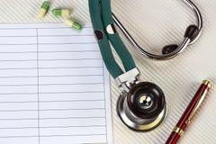Stethoscope -文本的空间医生 免版税库存照片
