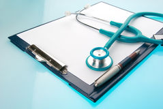 Stethoscope and empty document in a clipboard Royalty Free Stock Photos