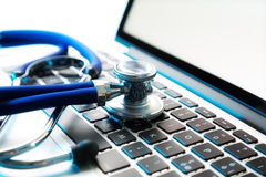 Stethoscope on laptop Royalty Free Stock Images