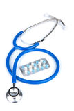 Stethoscope and pills isolated Royalty Free Stock Photos