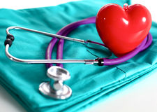 A stethoscope shaping a heart and a clipboard on a Royalty Free Stock Photos