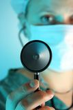 Stethoskop angehalten vom Doktor Lizenzfreies Stockbild
