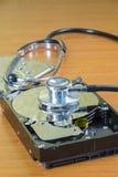 Stethoskop auf dem Festplattenlaufwerk Stockfotografie