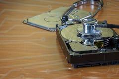 Stethoskop auf dem Festplattenlaufwerk Lizenzfreie Stockfotos
