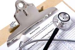 Stethoskop auf Klemmbrett Lizenzfreies Stockfoto