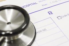 Stethoskop auf Verordnung lizenzfreie stockbilder