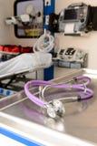 Stethoskop innerhalb eines EMS-Autos Stockbild