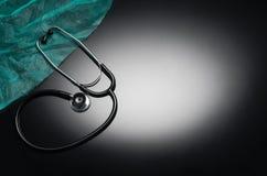 Stethoskop lokalisiert auf schwarzem Hintergrund Draufsichtphotographie Lizenzfreie Stockbilder