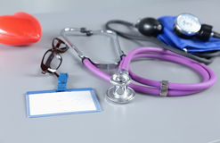 Stethoskop mit Innerem Medizinisches Stethoskop und Herz Lizenzfreie Stockfotografie