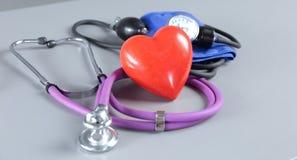 Stethoskop mit Innerem Medizinisches Stethoskop und Herz Stockbild