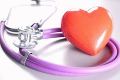 Stethoskop mit Innerem Medizinisches Stethoskop und Herz Lizenzfreie Stockfotos