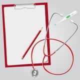 Stethoskop, Thermometer, Klemmbrett, Bleistift Stockbild