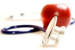 Stethoskop und Apfel Stockfotos