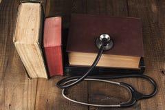 Stethoskop und Bücher Stockfoto