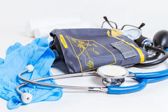 Stethoskop und Blutdruckmonitor Lizenzfreies Stockfoto