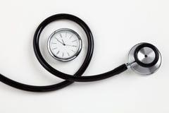 Stethoskop und Borduhr Lizenzfreie Stockbilder