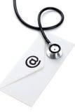 Stethoskop und eMail stockbilder