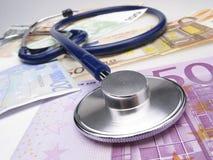 Stethoskop und Euro Lizenzfreies Stockfoto
