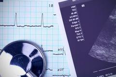 Stethoskop und medizinische Dokumente Stockfotos