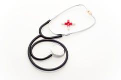 Stethoskop und Pillen Lizenzfreie Stockfotografie
