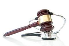 Stethoskop und Richterhammer Lizenzfreies Stockbild