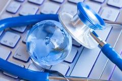 Stetoscope e globo di vetro Immagini Stock Libere da Diritti