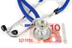 Stetoscopio con la banconota Fotografie Stock
