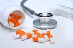 Stetoscopio e capsule Fotografie Stock