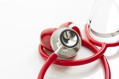 Stetoscopio e cuore rossi fotografia stock